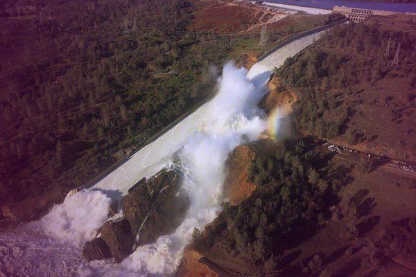 California Dam causes thousands to flee homes