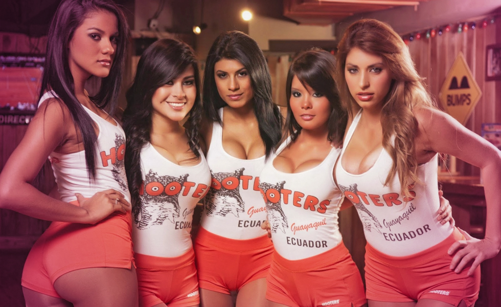 "Why Hooters ""Breasturants"" Are Closing Locations And Changing Its Strategy"